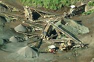 Las Plantas de concreto son instalaciones utilizada para la fabricación del concreto a partir del a materia prima que lo compone: agregados,cemento y agua(también puede incluir otros componentes como filler, fibras de refuerzo o aditivos). Estos componentes que previamente se encuentran almacenados en la planta de concreto, son dosificados en las proporciones adecuadas, para ser mezclados en el caso de centrales mezcladoras o directamente descargados a un camión concretera en el caso de las centrales dosificadoras<br /> <br /> Donde pueden afectar gravemente al ambiente y a la salud de poblaciones cercanas.<br /> ©Alejandro Balaguer/Fundación Albatros Media.