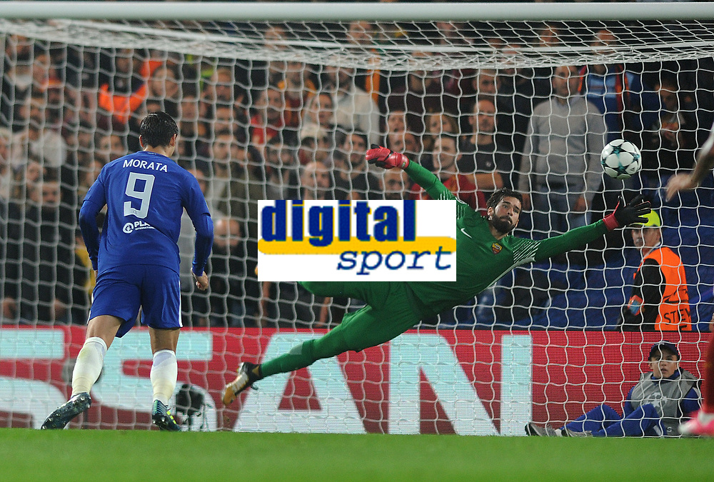 Football - 2017 / 2018 UEFA Champions League - Group C: Chelsea vs. A.S. Roma<br /> <br /> David Liuz of Chelsea scores his goal from long range past goalkeeper Alisson Becker  at Stamford Bridge.<br /> <br /> COLORSPORT/ANDREW COWIE