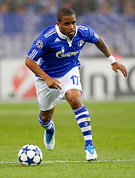 26.04.2011, Veltins Arena, Gelsenkirchen, GER, UEFA CL, Halbfinale Hinspiel, Schalke 04 (GER) vsManchester United (ENG), im Bild Jefferson Farfán / Farfan  (Schalke PER #17) am Ball // during the UEFA CL, Semi Final first leg, Schalke 04 (GER) vs Manchester United (ENG), at the Veltins Arena, Gelsenkirchen,  26/04/2011EXPA Pictures © 2011, PhotoCredit: EXPA/ nph/  Scholz       ****** out of GER / SWE / CRO  / BEL ******