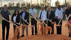 November 20, 2018 - Miami-Dade, FL, USA - Derek Jeter y el alcalde de Miami-Dade Carlos Jiménez (centro) se unen a otros oficiales electos y ejecutivos de Marlins para inaugurar las obras para reparar los terrenos de pelota en el Tropical Park. (Credit Image: © Jorge Ebro/Miami Herald/TNS via ZUMA Wire)