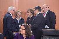 01 DEC 2015, BERLIN/GERMANY:<br /> Frank-Walter Steinmeier, SPD, Bundesaussenminister, Ursula von der Leyen, CDU, Bundesverteidigungsministerin, Angela Merkel, CDU, Bundeskanzlerin, Sigmar Gabriel, SPD, Budneswirtschaftsminister, und Peter Altmaier, CDU, Kanzleramtsminister, (v.L.n.R.), im Gespraech, vor Beginn der Kabinettsitzung, Bundeskanzleramt<br /> IMAGE: 20151201-01-028<br /> KEYWORDS: Kabnett, Sitzung, Gespräch