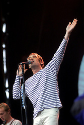 Simon Fowler, lead singer of the band Ocean Colour Scene, plays on the main stage on Saturday 8th July at the T in the Park music festival, held at Balado, Kinross in Fife, Scotland, on the weekend of Saturday 8 July and Sunday 9 July 2000..