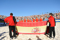 FIFA BEACH SOCCER WORLD CUP 2008 BRAZIL - SPAIN   18.07.2008 Kids hold a spanish flag while the spanish team lines up for their national anthem.