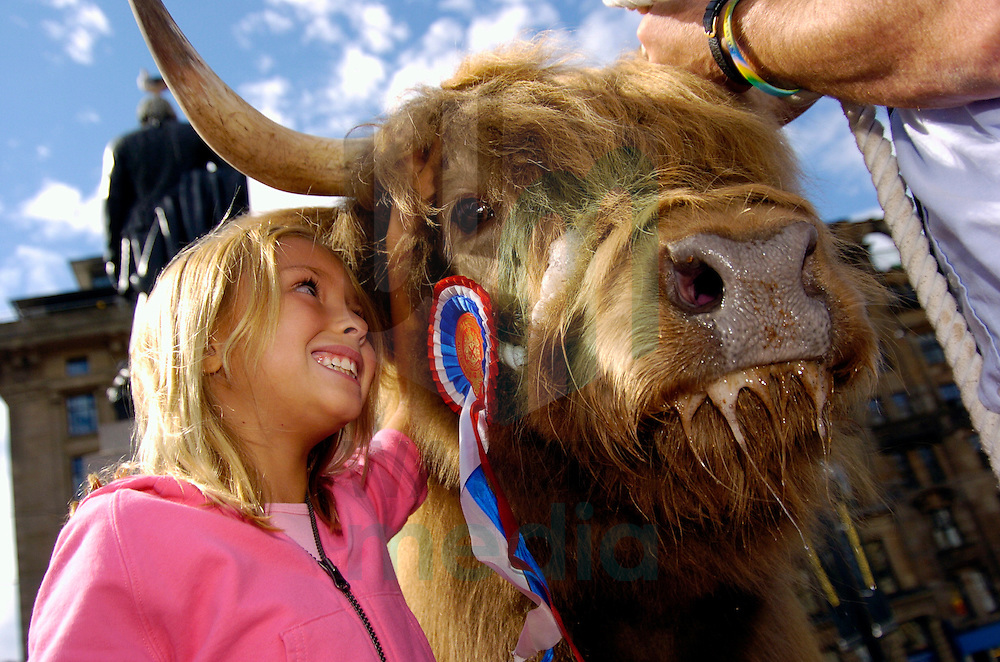 Highland cattle and mountain biking stunt men descend on George Square to launch the Pollok Park Family Day which takes place on Saturday 6 August...Cassie Sileo from Las Vegas, Nevada meets Una Dun, Champion Highland Cow.