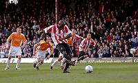 Photo: Daniel Hambury.<br />Brentford v Blackpool. Coca Cola League 1. 17/04/2006.<br />Brentford's Lloyd Owusu scores from the spot.1-0.