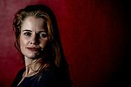 UTRECHT - portret foto van Ans Boersma , FD verbreekt banden met correspondent Ans Boersma De hoofdredactie van Het Financieele Dagblad (FD) verbreekt de banden met correspondent Ans Boersma. De krant laat in een verklaring weten het vertrouwen in Boersma te hebben verloren door het achterhouden van informatie over haar relatie met een Syri&euml;r die afgelopen najaar in Nederland is gearresteerd op verdenking van deelname aan de terroristische organisatie Jabhat al-Nusra. Ans Boersma is volledig overvallen door de mededeling van het Financieele Dagblad (FD) dat de krant alle banden met haar verbreekt. Daarover is ze diep teleurgesteld, aldus haar advocaat Maarten Pijnenburg.  De uitzetting van Ans Boersma uit Turkije heeft mogelijk te maken met de relatie die ze tot de zomer van 2015 had met een Syri&euml;r die eind vorig jaar in Nederland is gearresteerd. De ex zou zijn aangehouden omdat hij lid was geweest van de Syrische terreurorganisatie Jabhat al-Nusra.  <br />  ROBIN UTRECHT