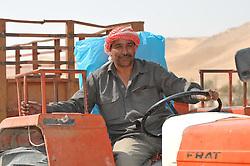23.10.2008, Palmyra, SYR, IS ueberrennt antike Oasenstadt Palmyra, Die Terror Organisation Islamische Staat hat die syrische Oasenstadt Palmyra eingenommen. Damit droht eine der bedeutendsten antiken Stätten des Nahen Ostens zerstört zu werden, im Bild Archivmaterial, Syrischer Traktorfahrer, (Naehe Palmyra) // Islamic State (IS) fighters in Syria are said to have seized part of the town next to Palmyra, one of the Middle East's greatest archaeological sites, Palmyra, Syria on 2008/10/23. EXPA Pictures © 2015, PhotoCredit: EXPA/ Eibner-Pressefoto/ Harzer<br /> <br /> *****ATTENTION - OUT of GER*****