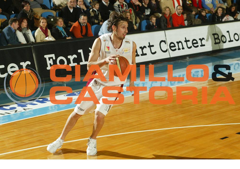 DESCRIZIONE : Faenza Lega A2 2005-06 Andrea Costa Imola Banca Nuova Trapani <br /> GIOCATORE : Cioffi <br /> SQUADRA : Banca Nuova Trapani <br /> EVENTO : Campionato Lega A2 2005-2006 <br /> GARA : Andrea Costa Imola Banca Nuova Trapani <br /> DATA : 08/01/2006 <br /> CATEGORIA : Palleggio <br /> SPORT : Pallacanestro <br /> AUTORE : Agenzia Ciamillo-Castoria/M.Marchi