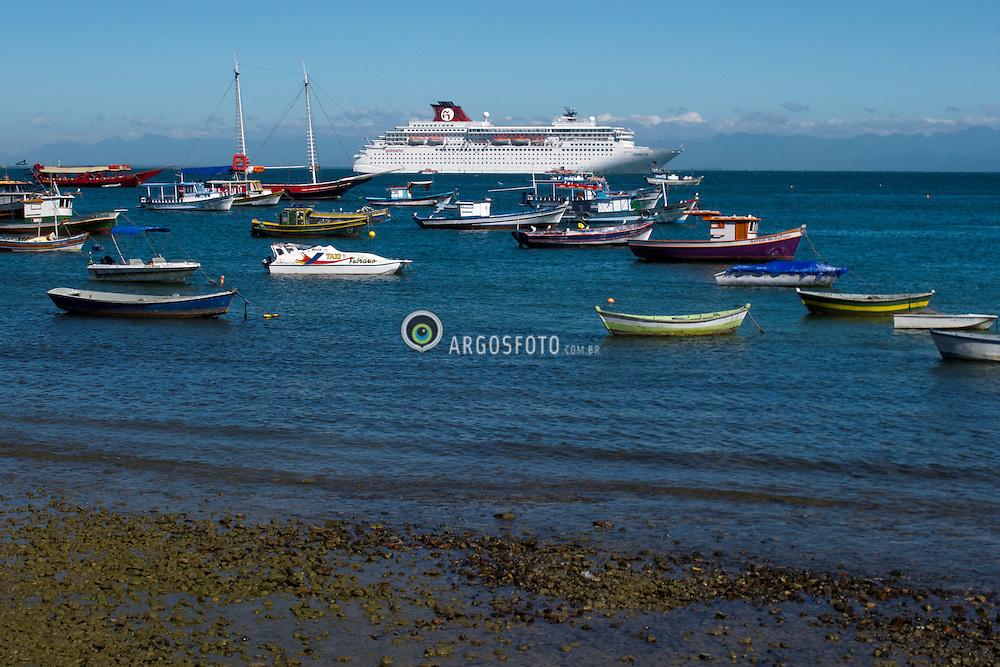 Marina de Buzios, parada da rota de um cruzeiro // Buzios marina and some boats. Brazil 2012