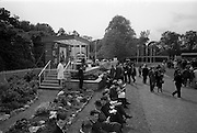 08/05/1965<br /> 05/08/1965<br /> 08 May 1965<br /> The 1965 Gold Flake Meeting at Leopardstown Racecourse, Co. Dublin. Image shows a general view of the presentation area at the racecourse.
