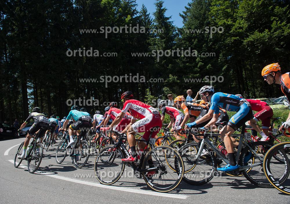 05.07.2017, Altheim, AUT, Ö-Tour, Österreich Radrundfahrt 2017, 3. Etappe von Wieselburg nach Altheim (226,2km), im Bild das Feld der Fahrer in der Bergwertung Turmberg, Oberösterreich // the peleton climbing the Turmberg during the 3rd stage from Wieselburg to Altheim (199,6km) of 2017 Tour of Austria. Altheim, Austria on 2017/07/05. EXPA Pictures © 2017, PhotoCredit: EXPA/ Reinhard Eisenbauer