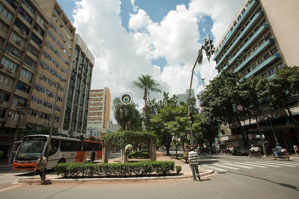 Avenida Goaias no centro da cidade de Goiania / Goias Avenue at Goiania DOwntown