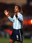 GABRIEL BATISTUTA ARGENTINA 1999/2000 ENGLAND V ARGENTINA FRIENDLY WEMBLEY STADIUM LONDON.