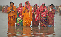 JAN 14 2013 Hindu pilgrims ocean dip