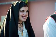 Sardegna, Italy. Sant'Anticoco, Sulcis, provincia di Carbonia-Iglesias. Festa di Sant'Antioco, patrono della Sardegna. Ragazza in abito tradizionale durante la processione.