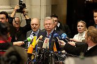 14 DEC 2003, BERLIN/GERMANY:<br /> Roland Koch, CDU, Ministerpraesident Hessen, gibt Journalisten ein Pressestatement, vor Beginn der Sitzung des Vermittlungsausschusses, Bundesrat<br /> IMAGE: 20031214-01-033<br /> KEYWORDS: Journalist, Mikrofon, microphone