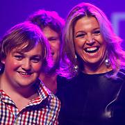 NLD/Rotterdam/20101003 - Uitreiking Edison Popprijzen 2010, winnaar beste nieuwkomer, Tim Knol met Pr. Maxima