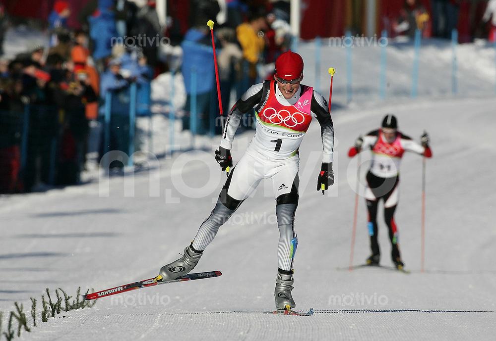 Olympia 20. Olympische Winterspiele 2006 Turin Nordische Kombination Zieleinlauf, Georg Hettich (GER,li) gewinnt die Goldmedaille und Felix Gottwald (AUT,hinten) gewinnt Silber