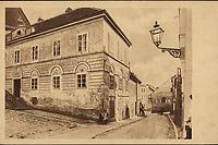 Stara Bakačeva ul. sa kućom porodice Kovačić-Rober (Arhitekt B. Felbinger 1830.).  <br /> <br /> ImpresumZagreb : Tipografija d. d., 1925.<br /> Materijalni opis1 razglednica : tisak ; 9 x 13,9 cm.<br /> NakladnikTipografija d.d.<br /> Mjesto izdavanjaZagreb<br /> Vrstavizualna građa • razglednice<br /> ZbirkaGrafička zbirka NSK • Zbirka razglednica<br /> Formatimage/jpeg<br /> PredmetZagreb –– Ulica Tome Bakača<br /> SignaturaRZG-BAK-4<br /> Obuhvat(vremenski)20. stoljeće<br /> NapomenaRazglednica je izdana povodom Kulturno-historijske izložbe grada Zagreba prigodom 1000-godišnjice hrvatskoga kraljevstva. • Razglednica nije putovala.<br /> PravaJavno dobro<br /> Identifikatori000954614<br /> NBN.HRNBN: urn:nbn:hr:238:473751 <br /> <br /> Izvor: Digitalne zbirke Nacionalne i sveučilišne knjižnice u Zagrebu