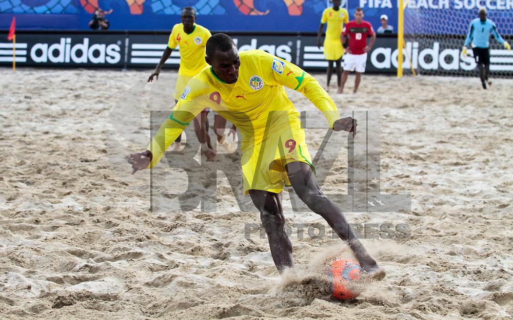 RAVENNA, ITALIA, 08 DE SETEMBRO DE 2011 - COPA DO MUNDO DE BEACH SOCCER - <br /> <br /> PORTUGAL X SENEGAL-  Pape Koukpaki jogador do Senegal durante de partida contra a Portugal, v&aacute;lida <br /> <br /> pelas quartas de final da Copa do Mundo de Beach Soccer, no Est&aacute;dio Del Mare, em <br /> <br /> Ravenna, It&aacute;lia, nesta quinta-feira (8). FOTO: VANESSA CARVALHO - NEWS FREE
