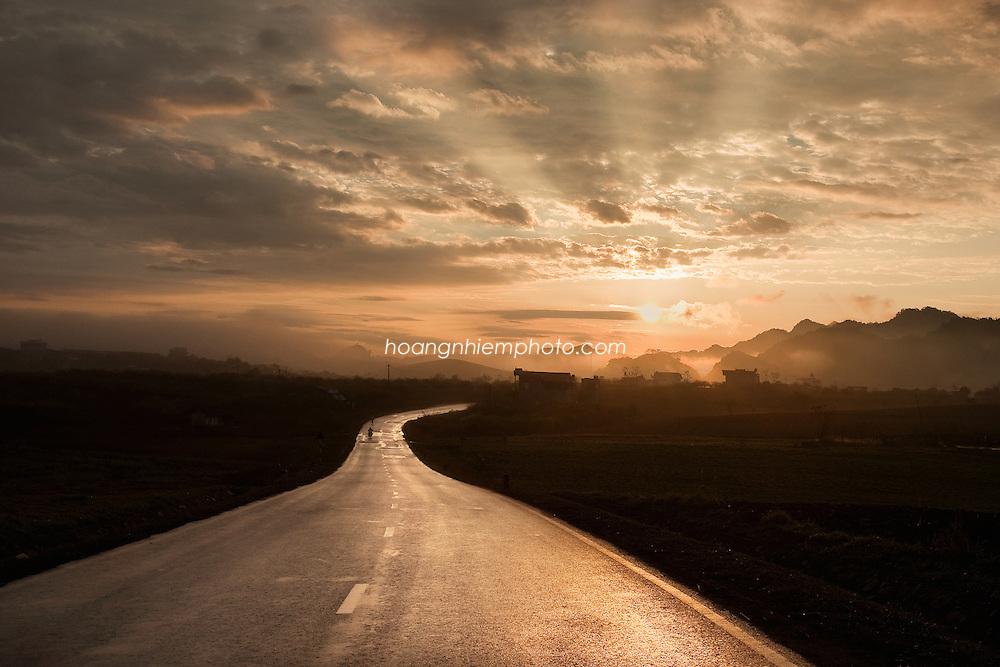Vietnam Images-landscape-sunrise-Moc Chau plateau