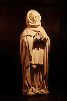 France, Cher (18), Berry, château de la Verrerie, Pleurant, statue en albatre de 1450,  route Jacques Coeur // France, Cher (18), Berry, the Jacques Coeur road, chateau de la Verrerie castle, Crying, in alabaster of 1450