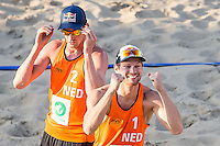 ROTTERDAM - Poulewedstrijd Brouwer/Meeuwsen - Huver/Seidl , Beachvolleybal , WK Beach Volleybal 2015 , 27-06-2015 , Alexander Brouwer (r) viert de overwinning samen met Robert Meeuwsen (l)