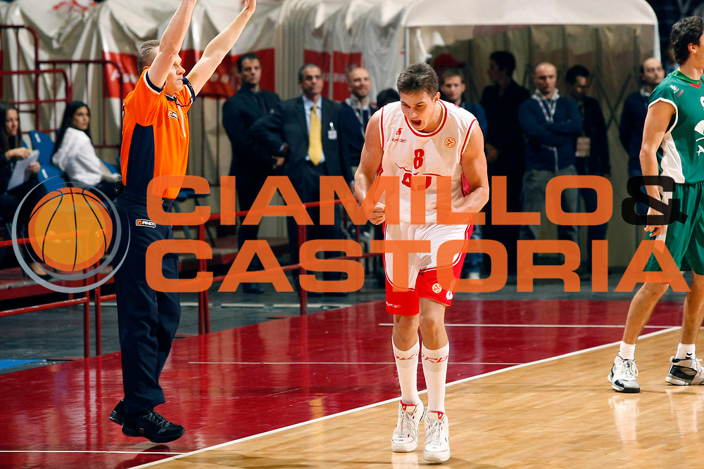 DESCRIZIONE : Milano Eurolega 2007-08 Armani Jeans Milano Unicaja Malaga <br /> GIOCATORE : Danilo Gallinari<br /> SQUADRA : Armani Jeans Milano<br /> EVENTO : Eurolega 2007-2008 <br /> GARA : Armani Jeans Milano Unicaja Malaga <br /> DATA : 08/11/2007 <br /> CATEGORIA : Esultanza<br /> SPORT : Pallacanestro <br /> AUTORE : Agenzia Ciamillo-Castoria/G.Cottini<br /> Galleria : Eurolega 2007-2008 <br /> Fotonotizia : Milano Eurolega 2007-08 Armani Jeans Milano Unicaja Malaga <br /> Predefinita :
