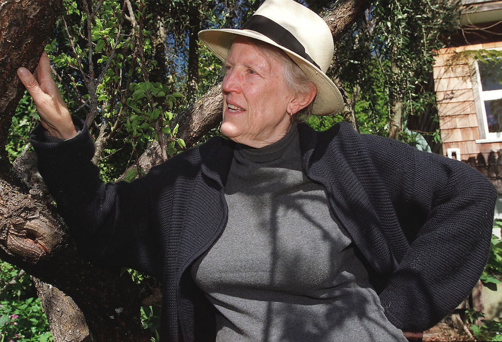 Author Margaret Mahy in her garden, Governors Bay, Christchurch ,  New Zealand (file pic) October 08,1999. Credit:  SNPA / David Alexander.
