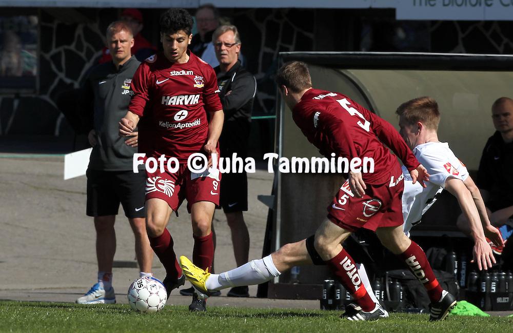 26.4.2014, Tehtaan kentt&auml;, Valkeakoski.<br /> Ykk&ouml;nen 2014<br /> FC Haka - JJK Jyv&auml;skyl&auml;.<br /> Aram Hasanzada (JJK) v Kalle Multanen (Haka).