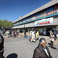Nederland, Amsterdam , 3 mei 2011..Supermarkt Tanger..De etnische supermarkt Tanger in Slotermeer is met die prijs goedkoper dan de winkels in het Marokkaanse Tanger. De winkel trekt klanten aan van ver buiten de stad..Op de foto Tanger versmarkt op Plein 40- 45 in slotermeer...Foto:Jean-Pierre Jans