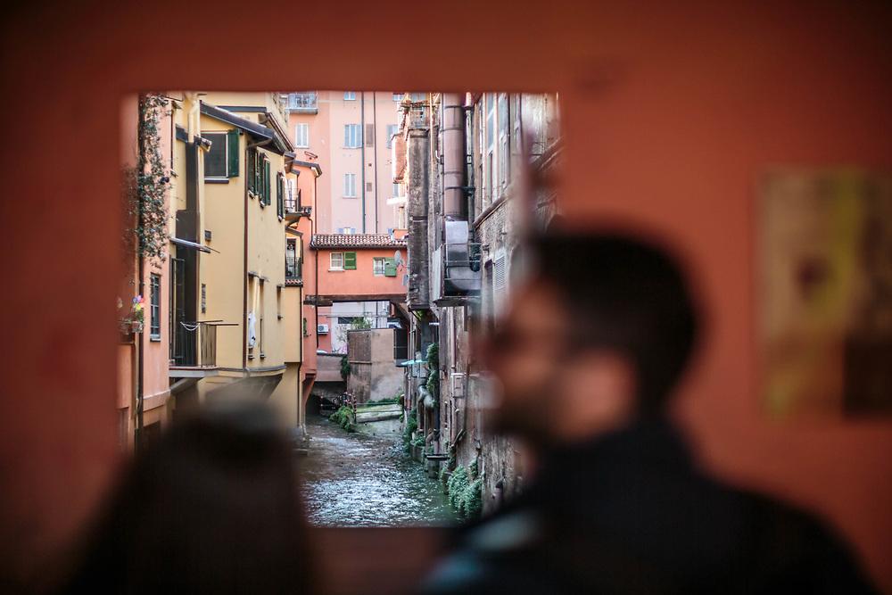 31 MAR 2017 - Bologna - Via Piella: finestrella sul canale.