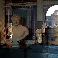 Mostra al Colosseo: La Biblioteca Infinita