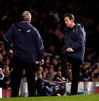 Photo: Ed Godden.<br /> West Ham United v Manchester United. The Barclays Premiership. 17/12/2006. West Ham Manager Alan Curbishley (R).
