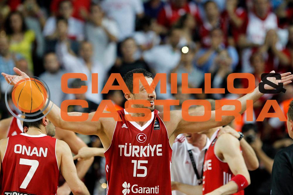 DESCRIZIONE : Istanbul Turchia Turkey Men World Championship 2010 Semifinals Campionati Mondiali Semifinali Serbia Turkey<br /> GIOCATORE : Hidayet Turkoglu<br /> SQUADRA : Turkey Turchia<br /> EVENTO : Istanbul Turchia Turkey Men World Championship 2010 Campionato Mondiale 2010<br /> GARA : Serbia Turkey Serbia Turchia<br /> DATA : 11/09/2010<br /> CATEGORIA : esultanza jubilation<br /> SPORT : Pallacanestro <br /> AUTORE : Agenzia Ciamillo-Castoria/M.Kulbis<br /> Galleria : Turkey World Championship 2010<br /> Fotonotizia : Istanbul Turchia Turkey Men World Championship 2010 Semifinals Campionati Mondiali Semifinali Serbia Turkey<br /> Predefinita :