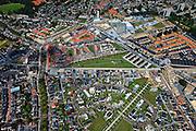 Nederland, Overijssel, Enschede, 30-06-2011; Overzicht Roombeek, met vlnr de Lonnekerspoorlaan. In het midden, de contouren - in grijs - van de Tollensstraat, hart van de vuurwerkramp. Onder de Bamshoeve en de Museumlaan. Boven in beeld de Deurningerstraat met de Stadshaard (krachtcentrale). De wijk is herbouwd na de vuurwerkramp in 2000 (S.E. Fireworks). Kenmerkend voor de wederopbouw zijn de grote bewonersparticipatie en particulier opdrachtgeverschap. Stedenbouwkundige supervisor Pi de Bruijn..Roombeek, overview. Rebuilt after the firework disaster in 2000 (SE Fireworks). Characteristic for the reconstruction are the major resident participation and private commissioning. Planning supervisor Pi de Bruijn..luchtfoto (toeslag), aerial photo (additional fee required).copyright foto/photo Siebe Swart