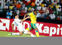 Aissa Mandi (L) of Algeria tackles Thuso Phala of South Africa during their AFCON match at the Estadio de Mongomo on January 19, 2015.Algeria won 3-1.Photo/Mohammed Amin/www.pic-centre.com (Equatorial Guinea)