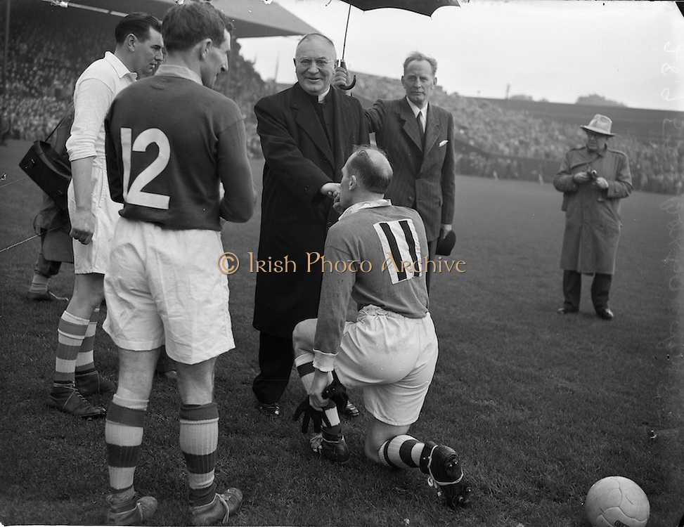 28/9/1952<br /> 9/28/1952<br /> 28 September<br /> <br /> GAA All Ireland Senior Football Meath Vs. Cavan with GAA All Ireland Senior Football Meath Vs. Cavan