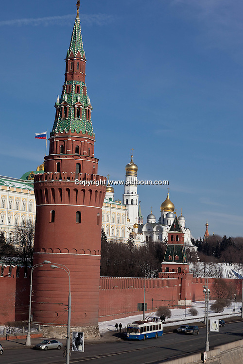 Kremlin walls in winter , Moskow Russia /// les remparts du