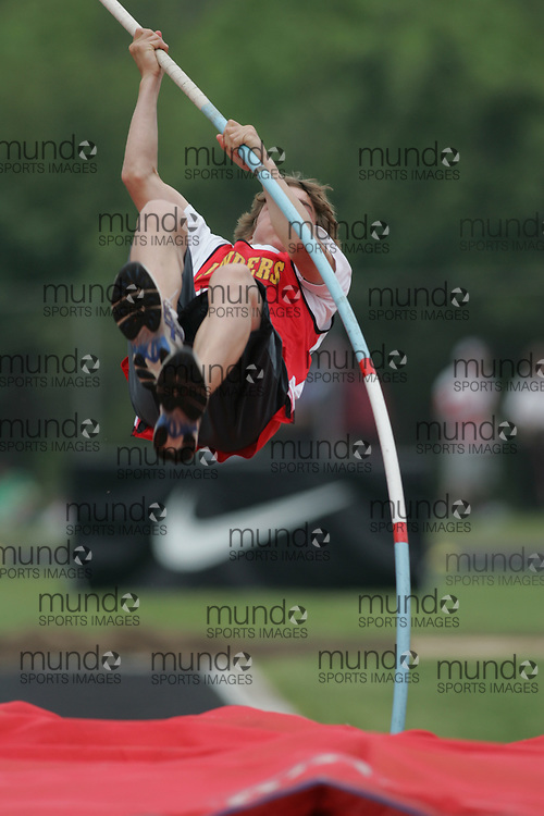 Hamilton, Ontario ---05/06/08--- \o\ competes in the midget boys polevault at the 2008 OFSAA Track and Field meet in Hamilton, Ontario..Sean Burges