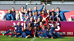 31.08.2013, Parc y Scarlets, Llanelli, ENG, UEFA Damen U19 EM, England vs Frankreich, Finale, im Bild France players celebrate with the trophy after beating England 2-0 during the final UEFA women U 19 championchip match between England and france at Parc y Scarlets in Llanelli, Great Britain on 2013/08/31. EXPA Pictures © 2013, PhotoCredit: EXPA/ Propagandaphoto/ David Rawcliffe<br /> <br /> ***** ATTENTION - OUT OF ENG, GBR, UK *****