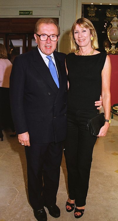 SIR DAVID & LADY CARINA FROST at a reception in London on 20th May 1999.MSI 13
