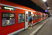 Mannheim. 08.10.14 Hauptbahnhof. GDL-Streik.<br /> <br /> Gegen 7 Uhr am Mittwoch Morgen. Pendler m&uuml;ssen wegen des GDL Streiks mit Zugausf&auml;llen rechnen.<br /> <br /> Bild: Markus Pro&szlig;witz 08OCT14 / masterpress (Bild ist honorarpflichtig)