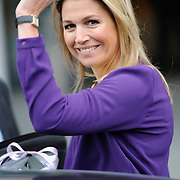 "Koningin Maxima is aanwezig bij  het symposium ""van Traditie naar Ambitie"" van het Nederlands Agrarisch Jongeren Kontakt (NAJK) in het hoofdkantoor van de Rabobank, Utrecht. Dit symposium gaat over de rol van het gezinsbedrijf in de agrarische sector. <br /> <br /> Queen Maxima is present at the symposium ""from Tradition to Ambition"" by Dutch Agricultural Youth (NAJK) at the headquarters of Rabobank, Utrecht. This symposium is about the role of the family business in the agricultural sector.<br /> <br /> Op de foto / On the photo:  Vertrek Koningin Maxima /  Queen Maxima leaves"