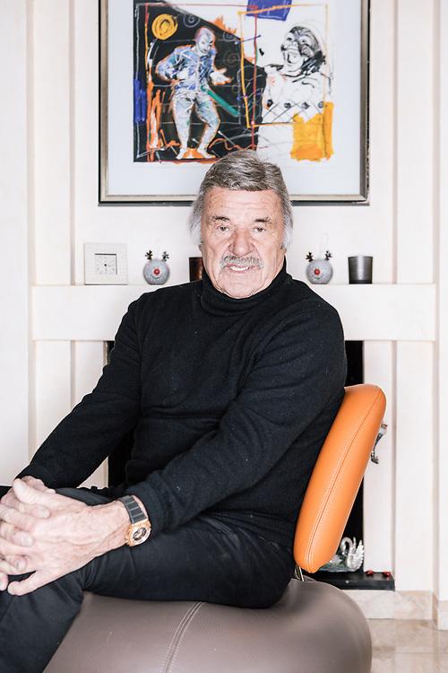 20 décembre 2017. Hans Leutenegger dans sa maison, à Perroy. © Niels Ackermann / Lundi13