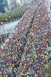 12.04.2015, Wien, AUT, Vienna City Marathon 2015, im Bild Feature Massen an Läufer auf der Reichsbrücke // during Vienna City Marathon 2015, Vienna, Austria on 2015/04/12. EXPA Pictures © 2015, PhotoCredit: EXPA/ Michael Gruber