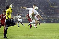 Fotball<br /> VM-kvalifisering<br /> Makedonia v Nederland<br /> Skopje<br /> 9. oktober 2004<br /> Foto: Digitalsport<br /> NORWAY ONLY<br /> dirk kuyt gaat af op keeper jane nikoloski