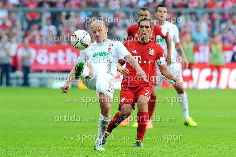 12.09.2015, Allianz Arena, Muenchen, GER, 1. FBL, FC Bayern Muenchen vs FC Augsburg, 4. Runde, im Bild vl. Tobias Werner (FC Augsburg) und Philipp Lahm (FC Bayern Muenchen) // during the German Bundesliga 4th round match between FC Bayern Munich and FC Augsburg at the Allianz Arena in Muenchen, Germany on 2015/09/12. EXPA Pictures &copy; 2015, PhotoCredit: EXPA/ Eibner-Pressefoto/ Stuetzle<br /> <br /> *****ATTENTION - OUT of GER*****