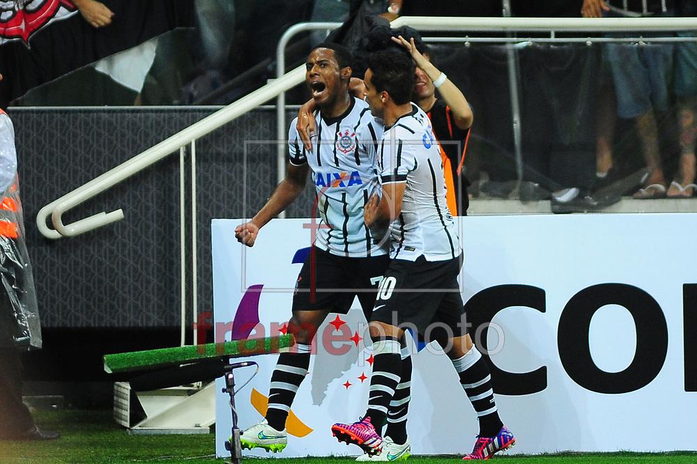 Elias comemora terceiro gol  durante o jogo entre Corinthians x Once Caldas,  em partida válida pela primeira fase da copa Libertadores  2015 , no estádio  Arena Corinthians, em Sao Paulo. Foto ALAN MORICI/FRAME