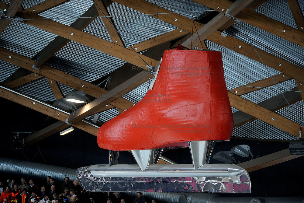 07-02-2009 SCHAATSEN: WK ALLROUND: HAMAR <br /> Publiek schaatsen support Someren Oranje<br /> ©2009-WWW.FOTOHOOGENDOORN.NL